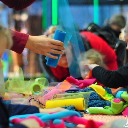 Fundacja Kumak przeprowadziła warsztaty z rękodzieła Paczka dla Bezdomniaczka. Dzieci robiły zabawki dla psów i kotów.