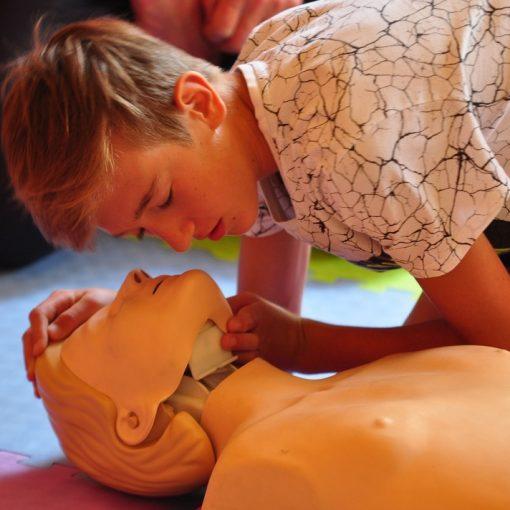 Fundacja Kumak przeprowadziła w ZSP nr 9 w Rybniku warsztaty Wakacje bez Przypału. Nauka pierwszej pomocy przypadła do gustu młodzieży.