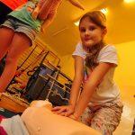 Zespół Szkół Sportowych gościł Pluszakowe Pogotowie . Uczniowie z ZSS w Rybniku uczyli się udzielania pierwszej pomocy w ramach projektu Fundacji Kumak