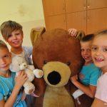 Pierwsza pomocy w ZSS w Rybniku. Pluszakowe Pogotowie i Fundacja Kumak uczyły pierwszej pomocy