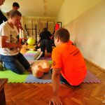 Nauka pierwszej pomocy w szkole w Rybniku. Wakacje bez Przypału w ZSS zorganizowała Fundacja Kumak