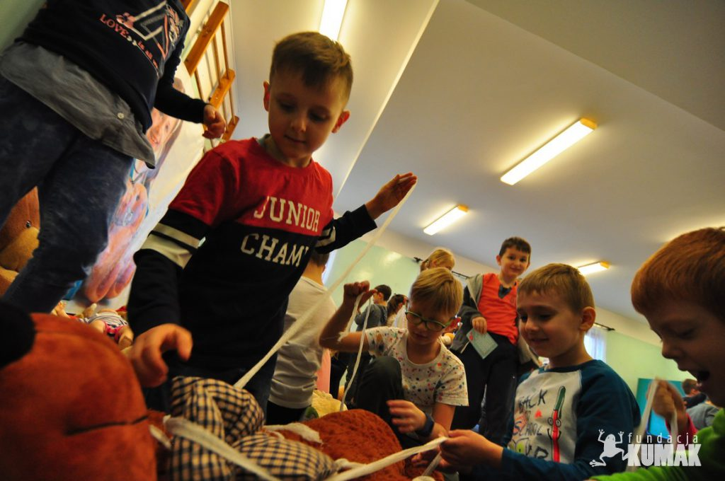 PLUSZAKOWE POGOTOWIE w ramach Funduszu Inicjatyw Obywatelskich Śląskie Lokalnie zawitało do Szkoły Podstawowej nr 3 w Rybniku. Zajęcia w SP nr 3 w Rybniku przeprowadziła Fundacja Kumak z Rybnika